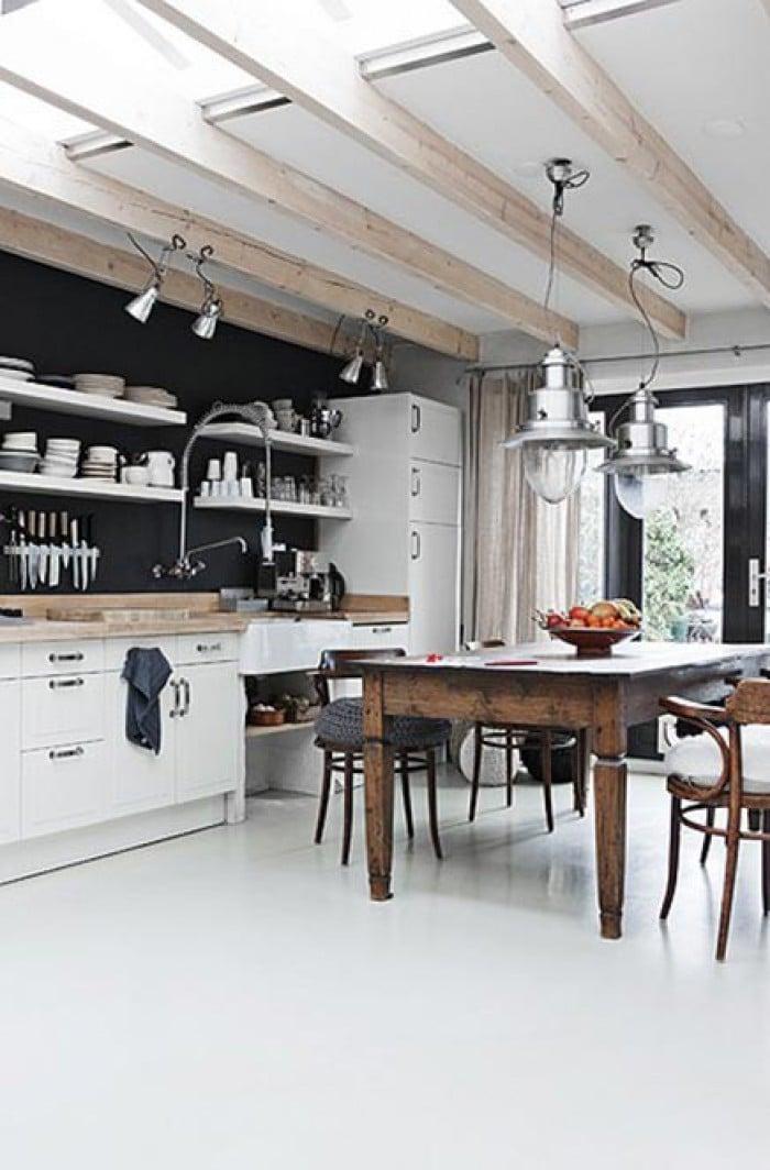 Open Keuken Of Niet : Balkenplafond-uitbouw-met-lichtkoepels-ertussen-maakt-heeeeel-licht