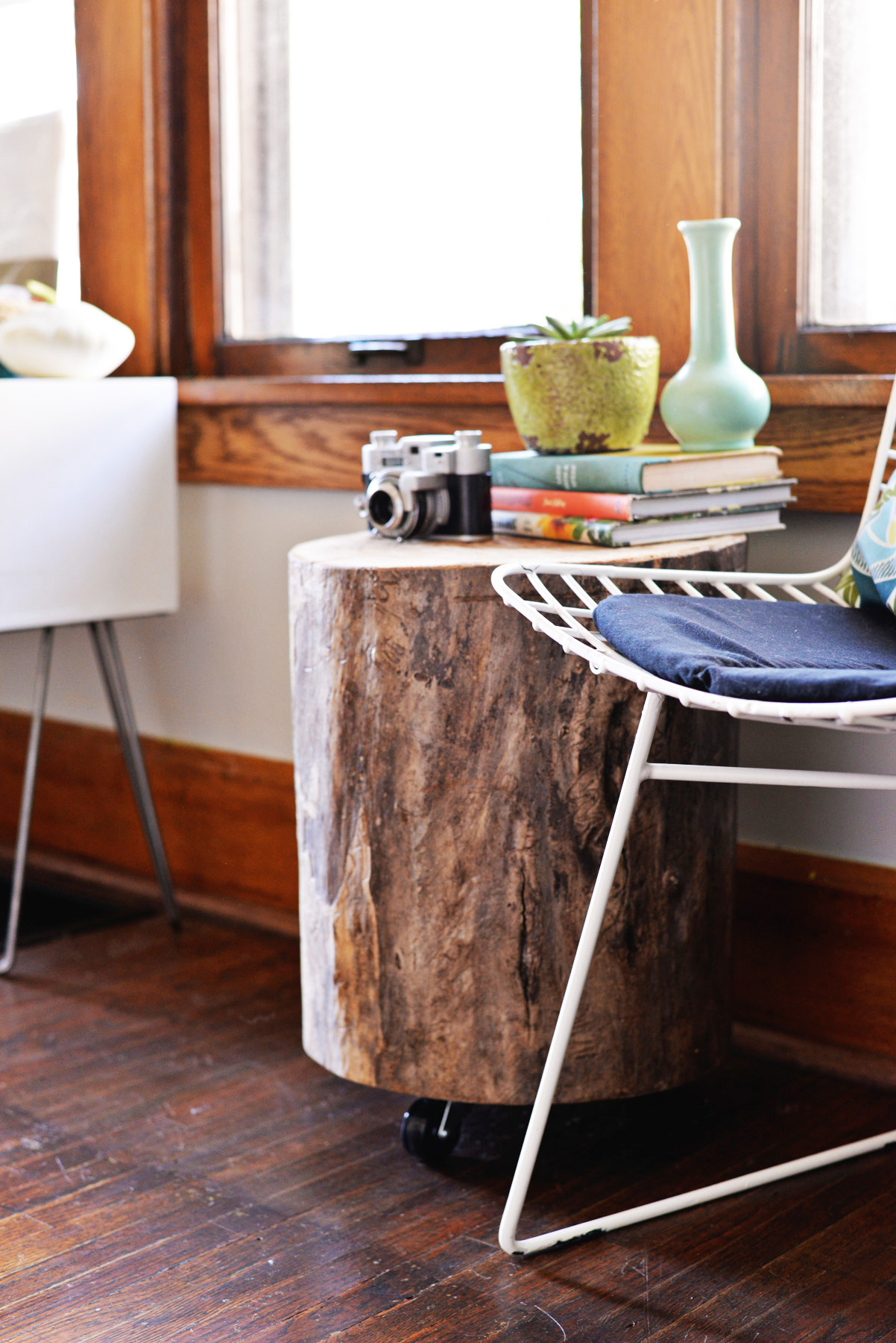 DIY-tree-stump-side-table