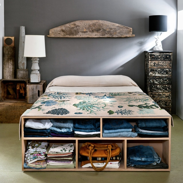 bedroom-with-foot-bed-cubbies-storage
