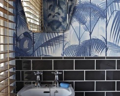 Moderne badkamer interieur insider - Behang in de badkamer ...