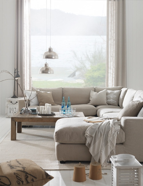 Beige woonkamer interieur insider for Warm neutral living room