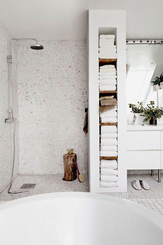 open kast badkamer: badkamers voorbeelden inloopkast open, Badkamer