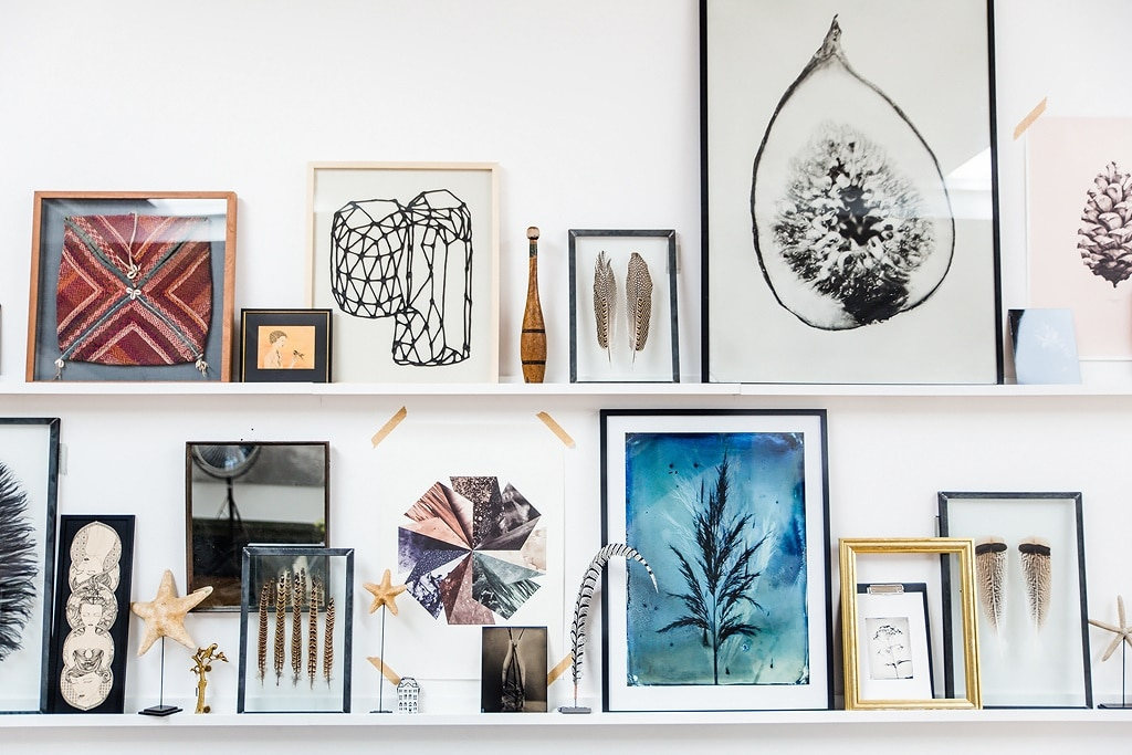 decorate-the-walls-with-framed-art-on-shelves
