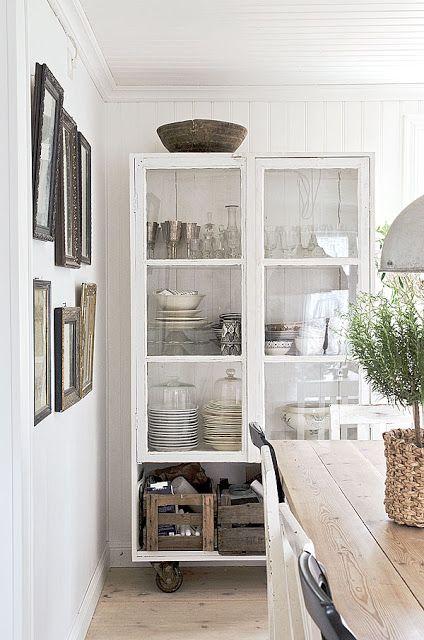 Feng Shui Tips Keuken : White Cabinet On Wheels