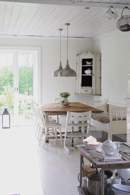Landelijke stijl woonkamer interieur insider for Over dining table pendant lights