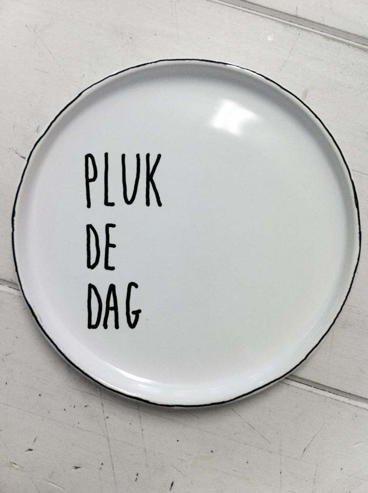leuke borden met spreuken Servies aan de muur — InteriorInsider.nl leuke borden met spreuken