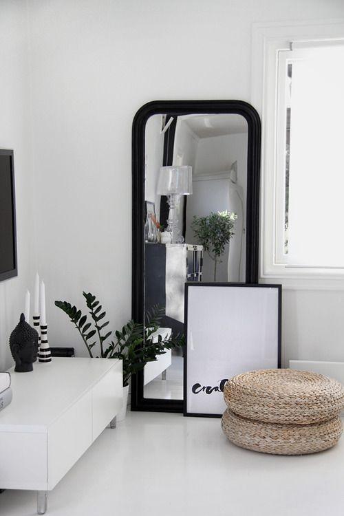 Spiegel in woonkamer   Interieur Insider