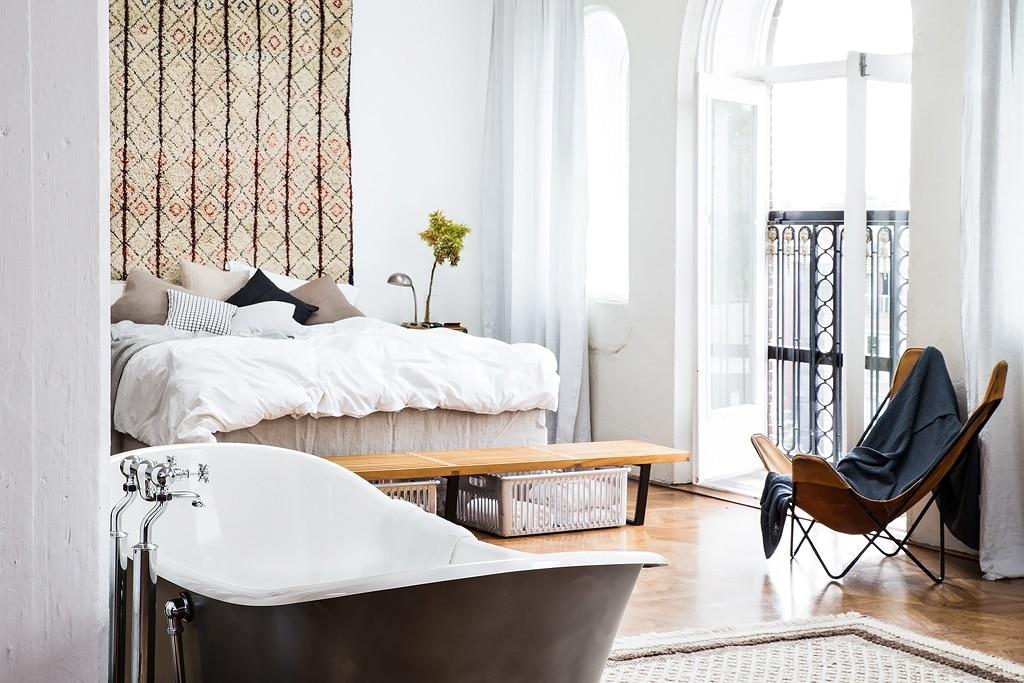 the-loft-bedroom-arched-windows-carept-like-headboard