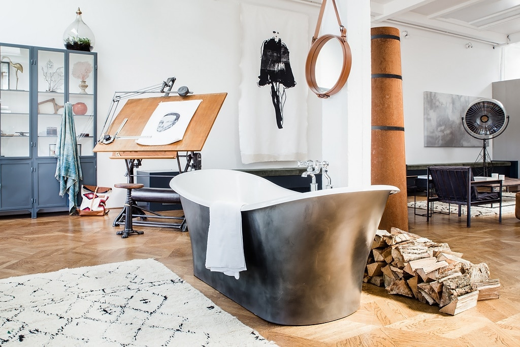 the-loft-center-of-the-room-tub