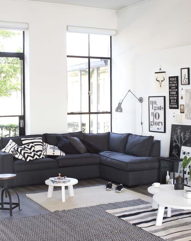 Zwart wit interieur woonkamer interieur insider - Deco woonkamer aan de muur wit ...