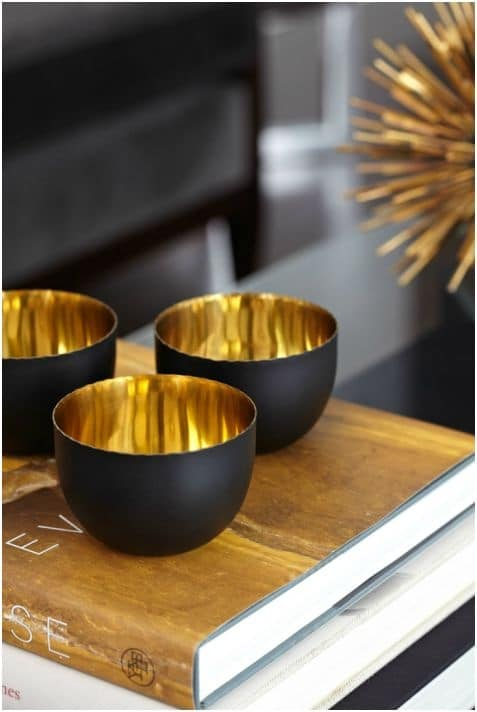 Zwart met gouden decoratie interieur insider for Black gold interior design