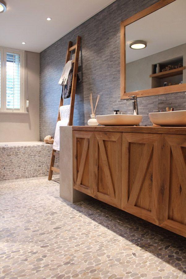 Badkamer met hout interieur insider - Badkamer exotisch hout ...