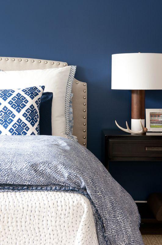 slaapkamer donkerblauw  interieur insider, Meubels Ideeën