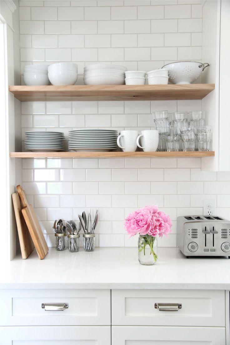 Keuken Inrichten Tips : White Subway Tiles Kitchen Open Shelving