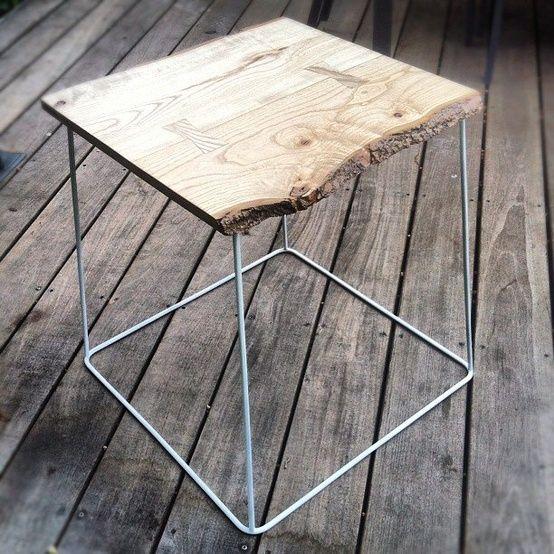 houten kruk met ijzeren frame