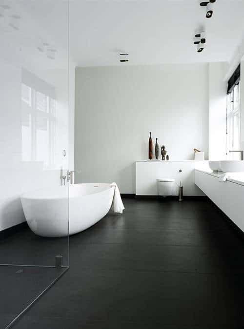 Moderne strakke badkamers for Bathroom designs with dark floors