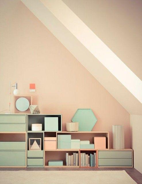 Pastelkleuren kun je in de slaapkamer terug laten komen in het behang ...
