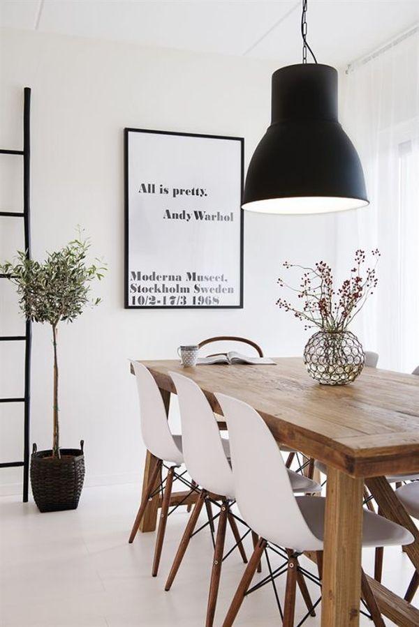 Scandinavische Keuken Interieur : Eames Dining Table with Chairs