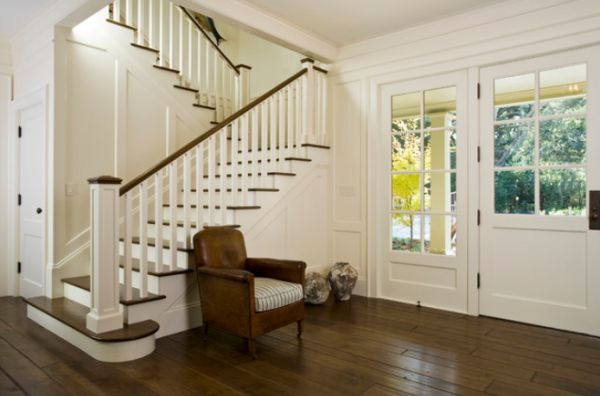 traditional-staircase-entryway