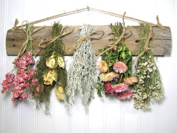 Gedroogde bloemen in huis