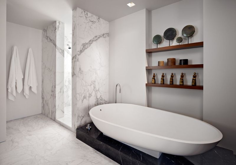 combine-black-and-white-bathroom-marble