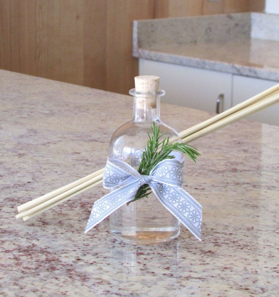 diy-essential-oil-reed-diffuser-giving-gift