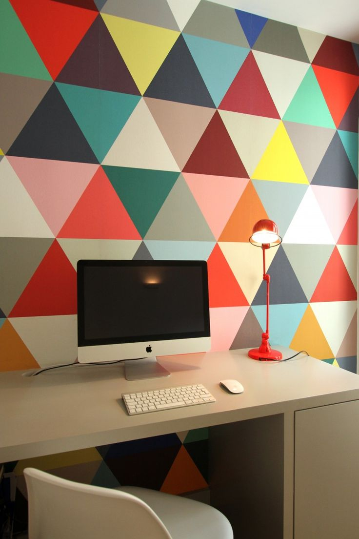 Patronen op muur interieur insider for Wallpaper home office ideas