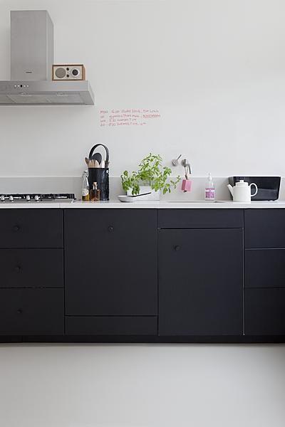 Krijtbord Achterwand Keuken : Zwart keuken – Interieur Insider