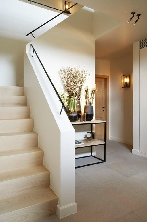 Tips inrichten hal interieur insider - Trap binnen villa ...