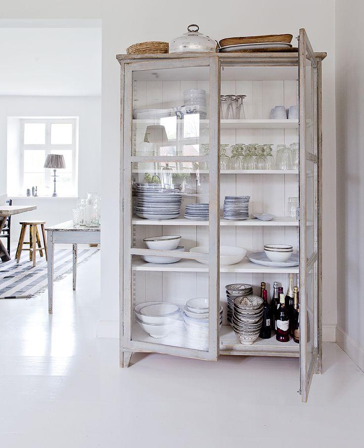 Keuken Inrichten Spelletjes : Repurpose Glass Door Cabinet