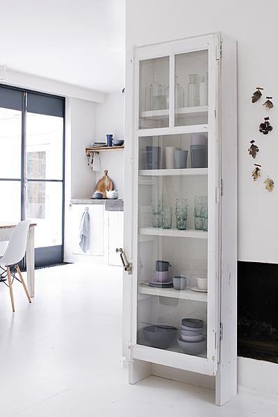 Keuken Inrichten Spelletjes : Shallow Cabinet with Glass Doors