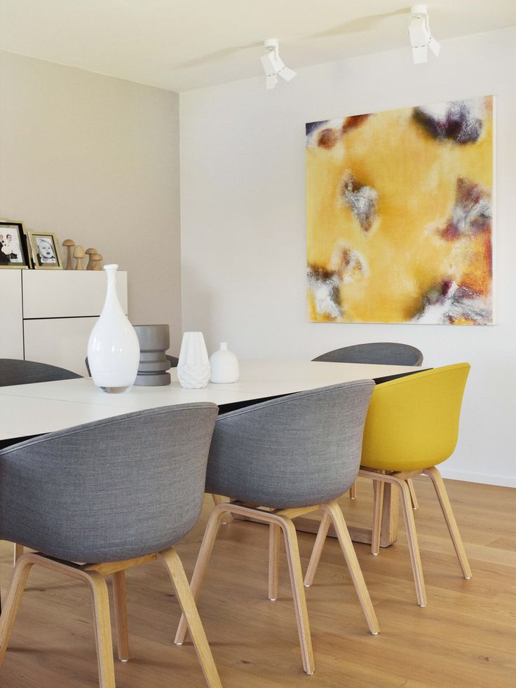Tafel met verschillende stoelen interieur insider for Interieur online shop