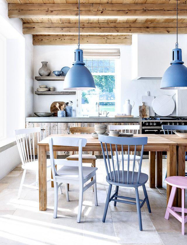 Tafel met verschillende stoelen - Glazen tafel gesmeed ijzer en stoelen ...