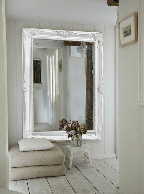 Spiegel in de hal interieur insider - Gang decoratie met trap ...