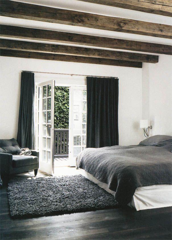 Donkere gordijnen in slaapkamer