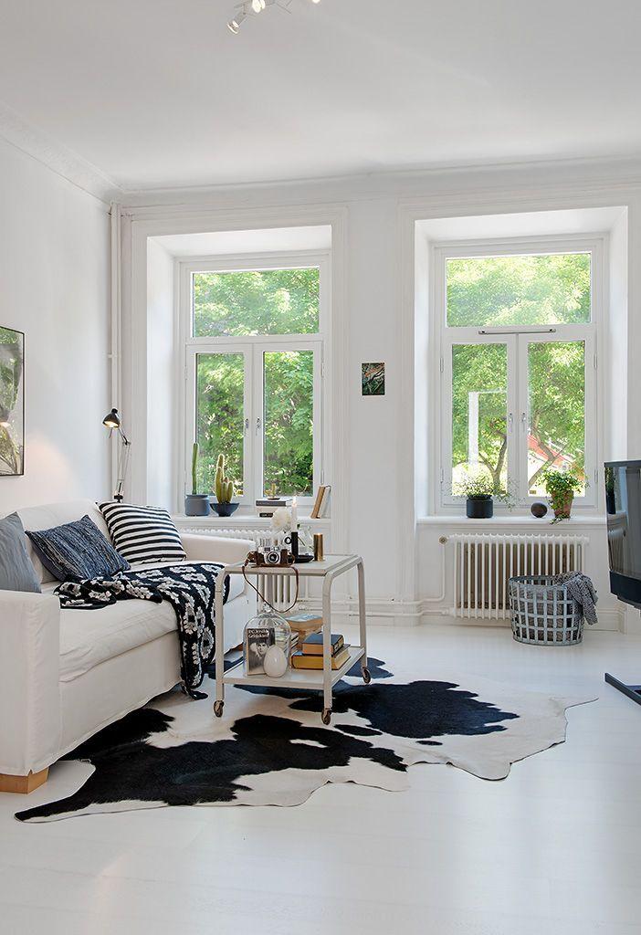 Woonkamer Ideeen Roze : Koeienhuid vloerkleed interieur insider