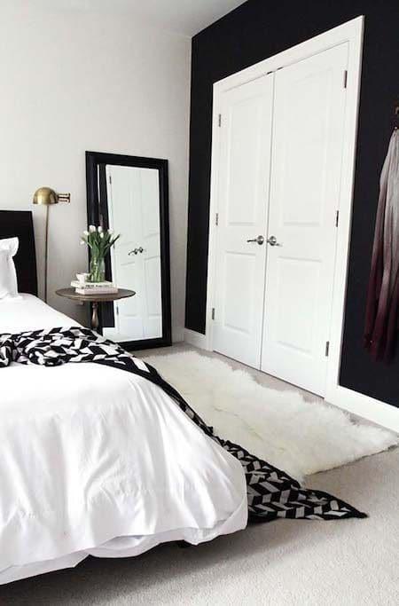 Slaapkamer makeover tips interieur insider for Black and white mens bedroom ideas