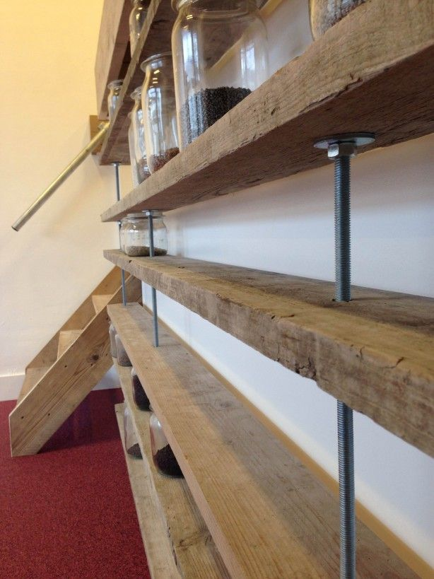 Zelf boekenkast maken for Boekenkast steigerhout