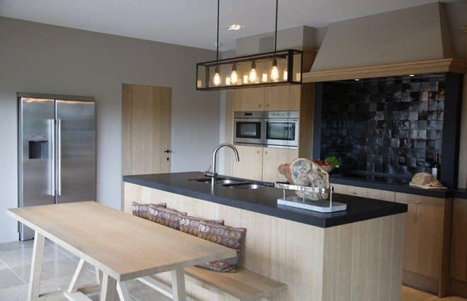 Hanglamp keuken verlichting - Foto grijze keuken en hout ...