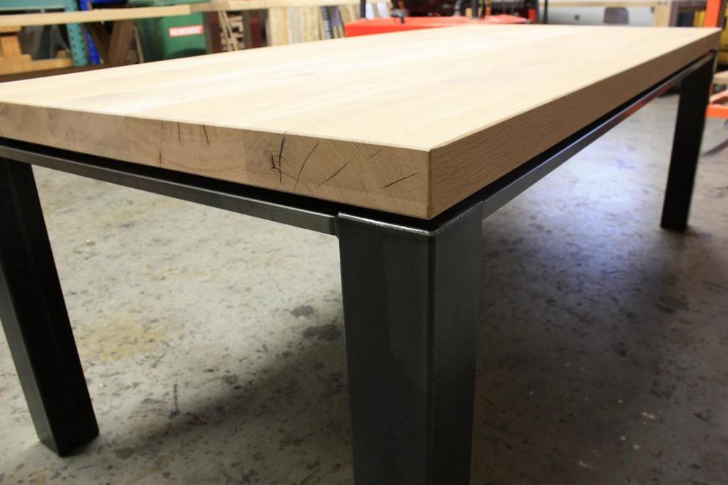 Zelf een tafel maken Steigerhouten tafel met steigerbuizen zelf maken
