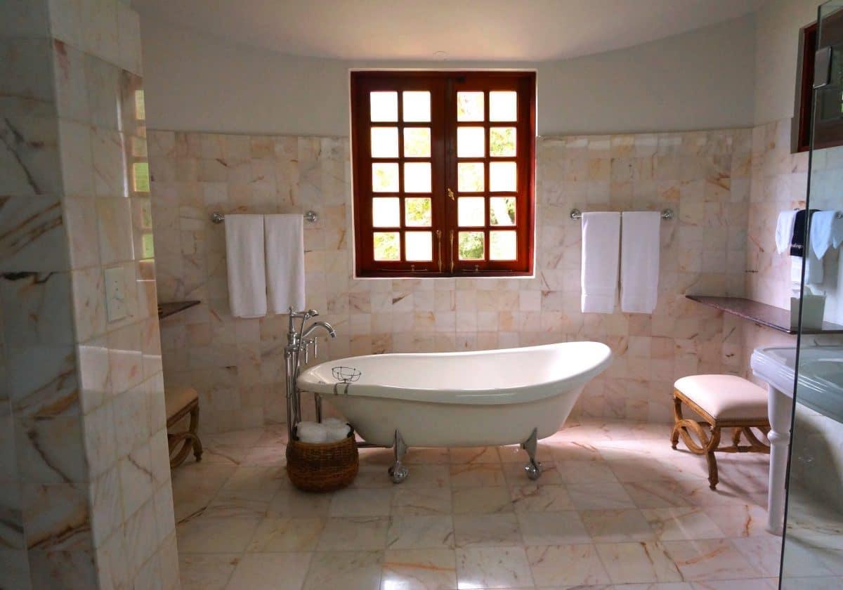 Badkamer Stuc Voorbeelden : Venetiaans stucwerk of marmerstuc in de badkamer? marmerlook