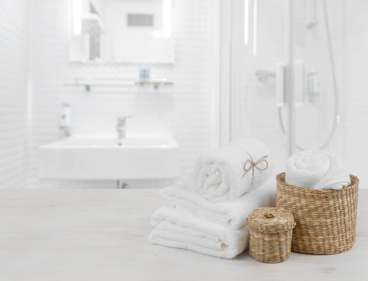 manden in badkamer