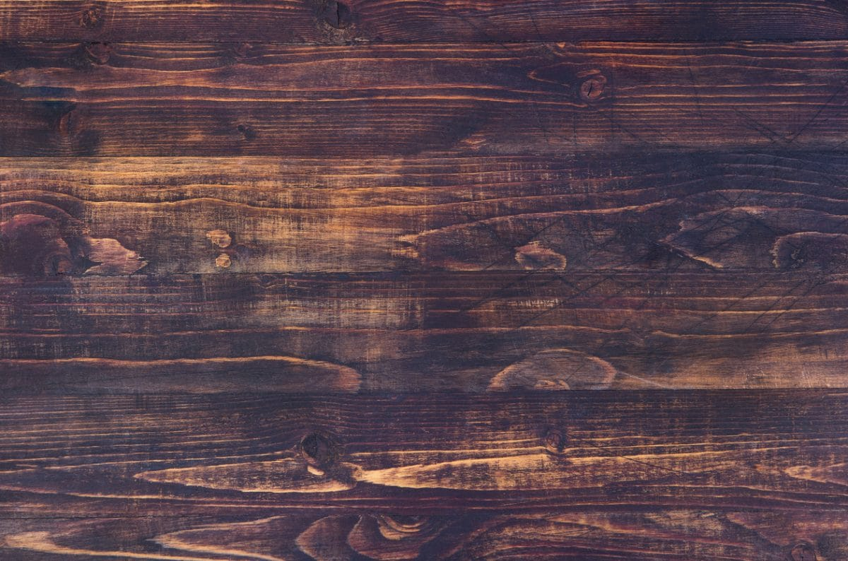notenhouten tafel