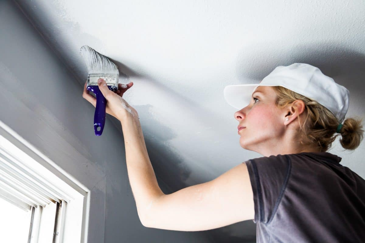 plafond schilderen gele vlekken plafond verwijderen