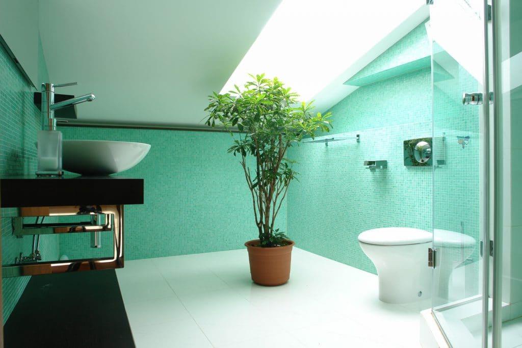 schuine wand zolderkamer badkamer